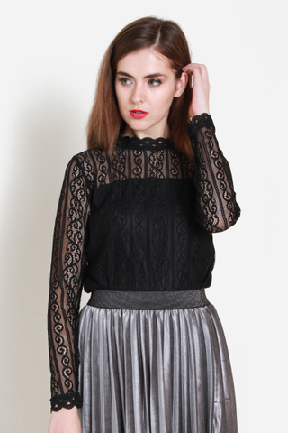 Lace On Point Top in Black