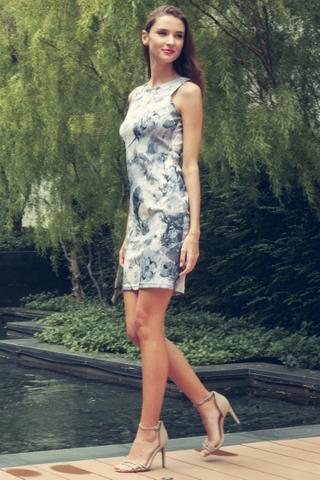 Feeling Bloom Sleeveless Bodycon Dress in Icy Blue Print