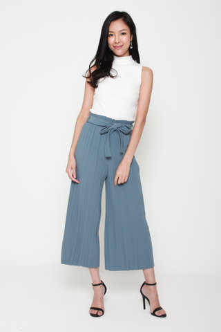 Pretty Pleats Wide Leg Culottes in Periwinkle
