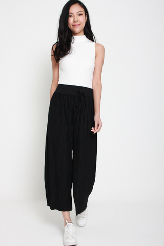 Shut it Down Pleated Culottes in Black